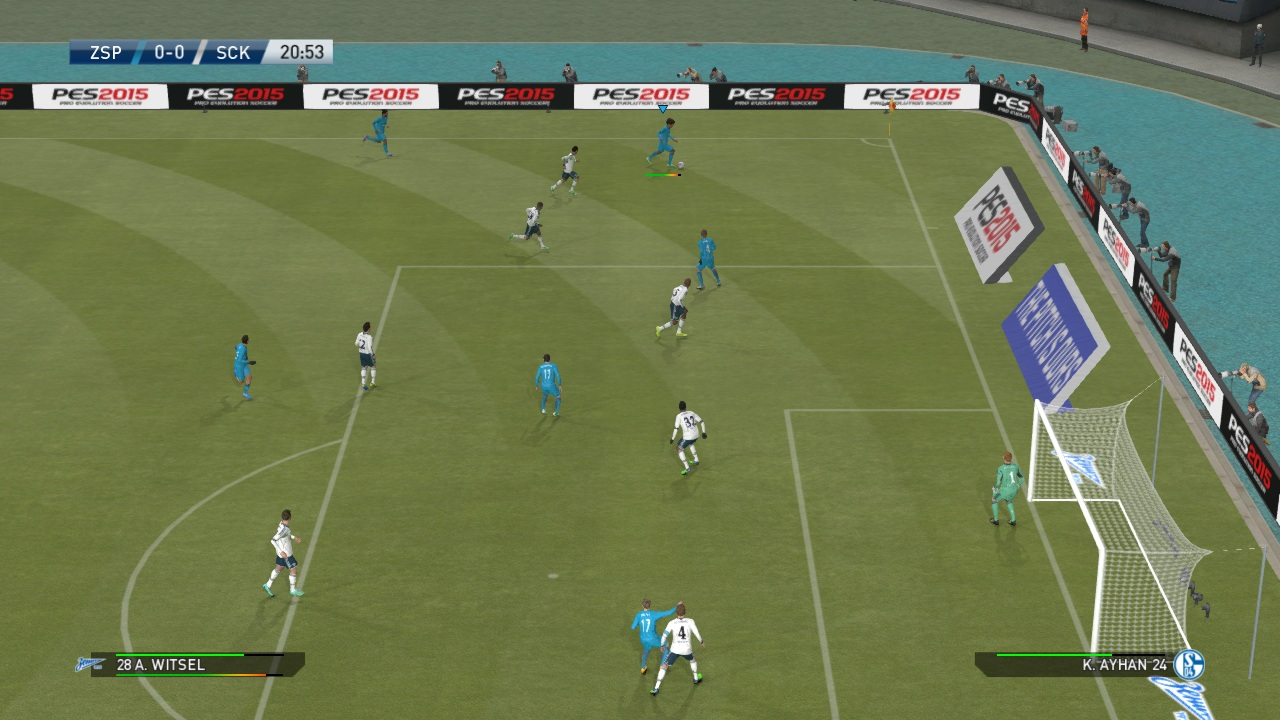 pes crossing the ball